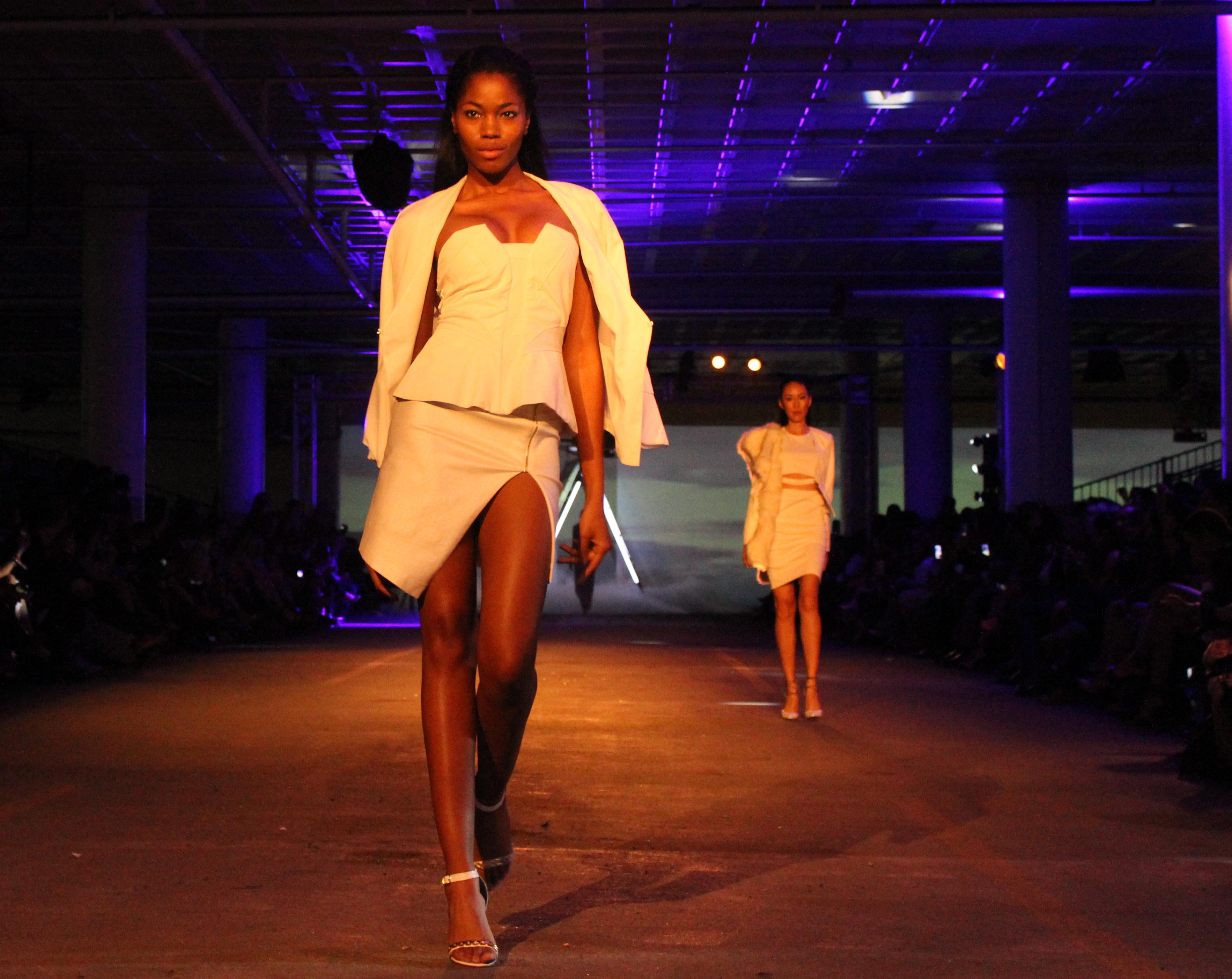 Akira Fashion Show Volvoab
